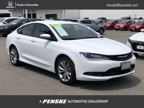 Pre-Owned 2015 Chrysler 200 4dr Sedan S FWD